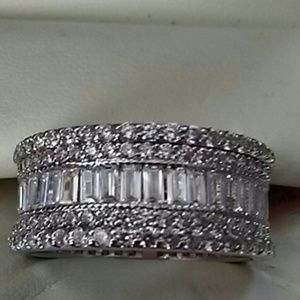 Jewelry - SALE🌺DIAMOND RING NWT